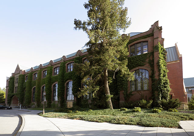 640px-University_of_Idaho_Administration_Building_-_north_side